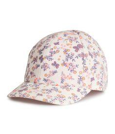 Rosa. En caps i bomullskvalitet. Bånd bak med borrelås.