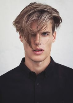 Highlights for men are becoming an IT thing this year. Especially the natural fleck this has.