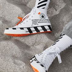 Fashion forward designer, Virgil Abloh, has linked up with the Swoosh once again for the Off-White x Converse Chuck 70 Stripe White, and it is next level. A rework of the iconic shoe, the Off-White Converse Chuck 70 Stripe White is definitely a must cop. Converse Chuck, Mode Converse, Off White Converse, Off White Shoes, Sneakers Mode, Converse Shoes, Sneakers Fashion, Fashion Shoes, Shoes Sneakers