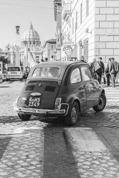 Fiat 500 - vintage - black & white Binnenkort een nieuwke voor ons deur