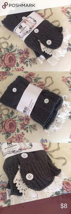 🎉 Stylish leg warmers NWT! These gray and white leg warmers are in style for the winter season! Snag a pair and show off your boot fashion :) NWT. BUNDLE AND SAVE! 🚫 No trades. Accessories Hosiery & Socks
