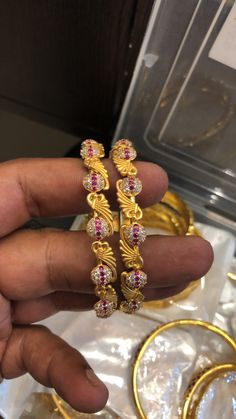 Snap Snapchat, Gold Bangles Design, Gold N, Blouses, Jewels, Gemstones, Jewerly, Blouse, Jewlery