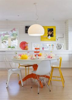 Mesas de comedor de colores · Colorful dining tables