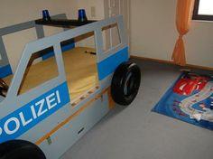 Ein #Polizei- #Kinderbett für einen kleinen #Polizisten. So geht´s: http://www.1-2-do.com/de/projekt/KInderbett/bauanleitung-zum-selber-bauen/16827/