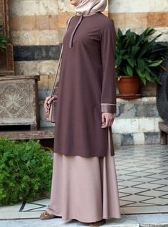 Pair casual tunics with your favorite denim and wear our professional blouses to the office. Mode Abaya, Mode Hijab, Hijab Elegante, Estilo Abaya, Latest Dress Design, Muslim Women Fashion, Abaya Designs, Islamic Clothing, Moda Emo