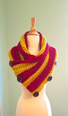 Harry Potter Gryffindor Scarf, Chunky Crochet Infinity Scarf, USC Trojans, Chunky Crochet Cowl, Cowl with Buttons, Red and Gold cowl by AnniesHookNook on Etsy https://www.etsy.com/listing/245685829/harry-potter-gryffindor-scarf-chunky
