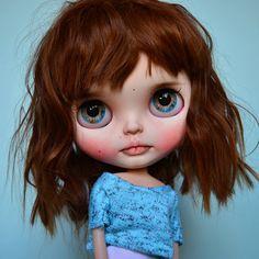 He encontrado este interesante anuncio de Etsy en https://www.etsy.com/es/listing/574507950/sol-custom-blythe-doll
