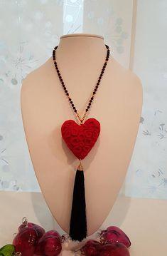 San Valentín Gift / Collar de Corazón en Fieltro y Cuentas de Cristal #sanvalentin #trends #hearts