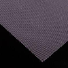 Tul de poliamida - Se trata de una tela ligera formada por un enrejado de pequeñísimos hexágonos. Perfecto para crear vestidos vaporosos, disfraces, cortinas, adornos y mosquiteras.