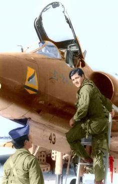 Doce bombas y el último Exocet: el ataque al Invencible, el buque insignia de la flota británica en Malvinas - Infobae Largest Countries, Countries Of The World, Vietnam War, South America, Captain America, Catholic, Fighter Jets, Religion, Army