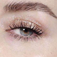 #макияж #мейкап #макияжглаз #makeup #блесткинаглазах #нежныймакияж #светлыймакияж #серебристыетени #mypositivestyles #myps