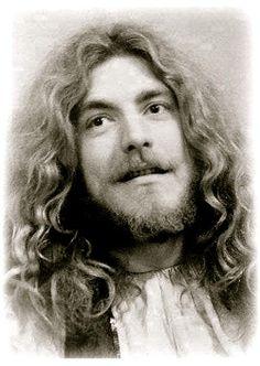 """Robert Plant J'aime Alexandre Dumas et ses personnages. Ici C'est Robert Plant mais cest comme ça que je voyais Aramis, le """"beau gosse"""" séducteur des """"Trois Mousquetaires""""."""