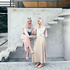 Style hijab lebaran 2018 32 new Ideas Islamic Fashion, Muslim Fashion, Modest Fashion, Hijab Fashion, Trendy Fashion, Girl Fashion, Fashion Outfits, Trendy Style, Fashion Ideas