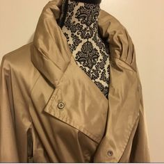 ❗️FLASH SALE ❗️Carolina Herrera trench coat Beautiful silky classic designer trench coat with lilac lining that has her signature print and a cowl neck lapel. Hits just above the knee, ties at your waist to flatter your shape, and bell sleeves make it extremely comfortable and easy to wear over any outfit. Small, unnoticeable fabric scuff inside near the bottom hem.  Purchased directly from the Carolina Herrera retail store. Carolina Herrera Jackets & Coats Trench Coats