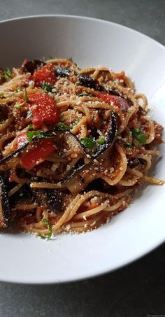 Spaghetti mit Parboiled Auberginen und Poivron Rouge in Tomatensauce - Pasta Tomate, Sauce Tomate, Vegetable Recipes, Vegetarian Recipes, Healthy Recipes, Kitchen Recipes, Cooking Recipes, Healthy Cooking, Healthy Eating