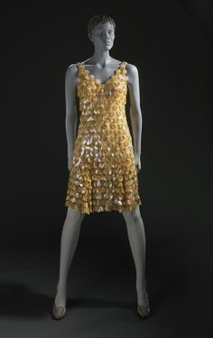 Paco Rabanne (Spain, active France, born France, 1967 Plastic circles with metal wire links Vintage Dresses, Nice Dresses, Vintage Outfits, Vintage Clothing, Stunning Dresses, Paco Rabanne, Ringo Starr, 1960s Fashion, Vintage Fashion