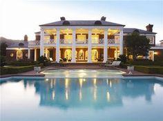 Traumhäuser & Luxus-Immobilien: Riesige Luxusvilla mit grandiosem Pool
