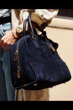 Loewe handbag from www.vogue.es