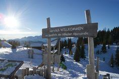 Auf geht's auf unseren Dobratsch. Ein traumhaftes Ausflugsziel um den Winter zu genießen. Egal ob zu Fuß, mit Tourenski oder Schneeschuhen - das Gipfelhaus ist für alle gut zu erreichen. Tip: Wer zu Fuß geht sollte den Schlitten für die Abfahrt mitnehmen. Mountains, Nature, Travel, Don't Care, Snowshoe, Sled, Playground, Road Trip Destinations, Cordial