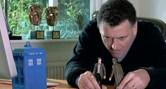 I truly believe this is how Moffat writes all his episodes. < fantastic!