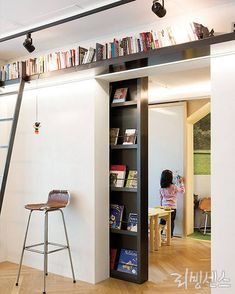 Interior Design Living Room, Living Room Decor, Hidden Rooms, Inspiration Design, Secret Rooms, Tiny Spaces, Interior Architecture, Building A House, New Homes