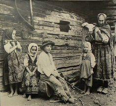 #RajeckáLesná #Považie #Slovensko #Словакия #Slovakia Folk Costume, Costumes, Vintage Magazine, Heart Of Europe, Illustrations, Black Forest, Eastern Europe, Vintage Photographs, Graphic