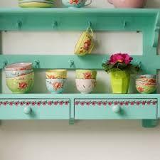 Beautiful Shabby Chic Tea Set Ideas For Vintage Kitchen Cocina Shabby Chic, Shabby Chic Kitchen, Vintage Kitchen, Kitchen Rack, Kitchen Shelves, Kitchen Storage, Kitchen Furniture, Kitchen Decor, Kitchen Interior
