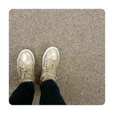 Als de kat in je sneakers heeft gekotst is het tijd voor nieuwe comfy shoes  geluk bij een ongeluk noemen we dat  Doe eens gek ik ging voor goud  #schoenen #sneakers #gelukbijeenongeluk