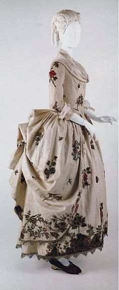 Robe a la Polonaise 1780 cream linen gold embroidery metal c met 18th Century Dress, 18th Century Costume, 18th Century Clothing, 18th Century Fashion, Vintage Outfits, Vintage Gowns, Vintage Mode, Vintage Fashion, Historical Costume