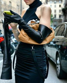 Black Leather Gloves, Leather Pants, Elegant Gloves, Gloves Fashion, Smart Outfit, Long Gloves, Classy Women, Leather Fashion, Milan