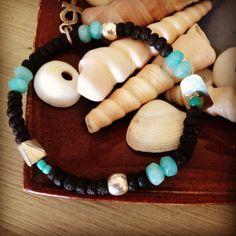 Pulsera en lava de Santorini, plata y agathas Beaded Necklace, Beaded Bracelets, Santorini, Lava, Jewelry, Gems, Bangle Bracelets, Beaded Collar, Jewlery