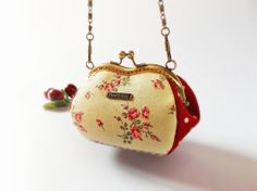 Coin purse / Metal frame purse / Heart shape purse / Chain handle purse / Valentine gift - Made to order op Etsy, 24,73€