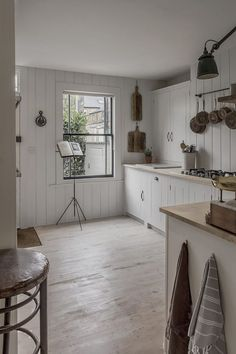 A Calm and Neutral Kitchen That Retains The Character of Its Cottage Home Minimalist Kitchen Calm Character cottage Home Kitchen Neutral Retains Rustic Kitchen Design, Rustic Kitchen, Cottage Kitchen Design, Kitchen Remodel, Industrial Decor Kitchen, Minimalist Kitchen, Neutral Kitchen, Country Cottage Decor, Interior Design Kitchen