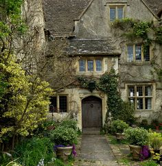 Malmesbury Abbey Gardens, Wiltshire, England, UK - April 2015 Wonderful memories made here :) Beautiful Buildings, Beautiful Homes, Beautiful Places, Beautiful Life, Cottages Anglais, Stone Cottages, Cozy Cottage, Witch Cottage, English Countryside