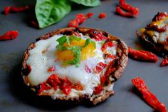 Need a weekend brunch idea? Try these Portobello Baked Eggs with Sun Dried Tomatoes from @uprootfromor