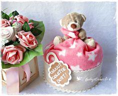 Gâteau de couches teddy bear et son accroche porte pour veiller au sommeil de la petite Colette