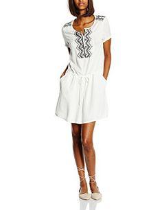 Los vestidos blancos sin lugar a dudas son tendencias esta primavera - verano 2016.    Toma el pulso de la moda, un look imprescindible de la nuevas tendencias.  Disponible en nuestra tienda online.