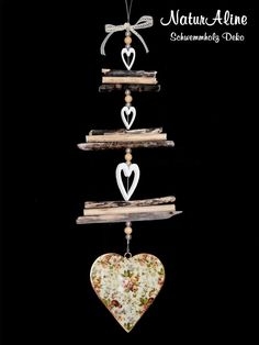 The Shabby Chic Deco 375 is a driftwood decoration made from the large alluvial fan . Shabby Chic Design, Country Style Homes, Vintage Country, Driftwood, Diamond Earrings, Diys, Garden Decorations, Mobiles, Fan