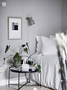 Yesterday I showed you a majestic apartment in Stockholm, which was very inspiring, but I find it just as inspiring to see a cozy one room apartment that is decorated in a smart way so it feels spacious and cozy. Minimalist Bedroom, Minimalist Decor, Modern Bedroom, Minimalist Poster, Minimalist Living, Japanese Bedroom Decor, Monochrome Bedroom, White Bedrooms, Contemporary Bedroom