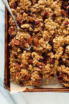 Meet the BEST granola you'll ever have! It's beyond easy to make, and you probably have all of the ingredients in your pantry already. You'll never want store-bought granola again. How To Make Easy Homemade Granola Vanilla Granola Breakfast And Brunch, Breakfast Recipes, Breakfast Cups, Brunch Bar, Brunch Recipes, Breakfast Ideas, Vegetarian Breakfast Casserole, Snack Recipes, Brunch Drinks