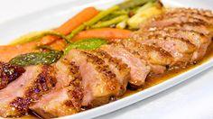 Entenbrust mit Gemüse auf einem Teller