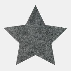 https://www.stoffogstil.no/sytilbehoer/symerker/symerker/symerke-155x149mm-stjerne-moerk-graa-1-stk
