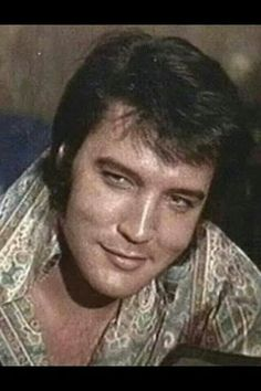 {*Gorgeous Elvis :) what A Smile*}