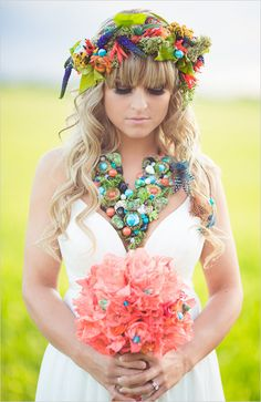 Peach wedding bouquet. #bohemianbride #bouquet #weddingchicks Floral Design: FaBLOOMosity ---> http://www.weddingchicks.com/2014/04/30/colorful-bohemian-wedding-ideas/
