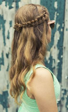 Summer look with a partial braid and tousled hair.