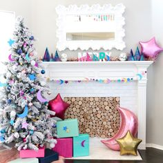 DIY Glittery Galaxy Christmas Tree and Garland - A Kailo Chic Life Christmas Trends, Christmas Inspiration, Christmas Projects, Vintage Christmas Ornaments, Christmas Tree Decorations, Holiday Decor, Holiday Pops, Whimsical Christmas, Holiday Ideas