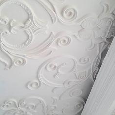 احدى مواقع التنفيذ ... تصميم السقف ب ادق التفاصيل .. Gypsum Details are the luxuries  part of the Design  #dubai #mydesign #tareq_skaik #tareqskaik #interior #algedra #myalgedra #vision #uae #ad #myabudhabi #villas #decor #myhome #طارق_سكيك #الكيدرا #تصميمي #تصميم_داخلي #تصاميم_حديثة #تصاميم_راقية #دبي #قطر #فلل #فلل #فنادق #الامارات #الكويت by tareq_skaik