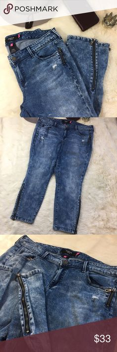 torrid Cropped Acid Wash Distressed Skinny Jeans Very cool rare torrid acid wash skinny ankle jeans. These are in excellent condition with no signs of wear. They have really cool zipper detail on the left pocket and there are zippers at the ankles. Great acid wash styling which is so in right now. Let me know if you have any questions. Measurements are in the pictures. Bundles encouraged. torrid Jeans Ankle & Cropped