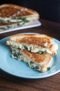 spinach and artichoke grilled cheese, quick and tasty. I did not put garlic powder on the grill cheese.. because we don't have it. Still yummy