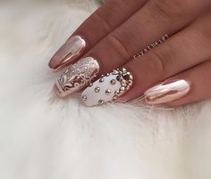 Looking for fresh ideas for winter nail designs? ❤ We picked up for you the best photos of the most relevant winter nail art 2020 ❤ See more at LadyLife French Nails Glitter, Metallic Nails, Gold Nails, My Nails, Hair And Nails, Metallic Pink, White Chrome Nails, Gold Chrome, Bling Nails
